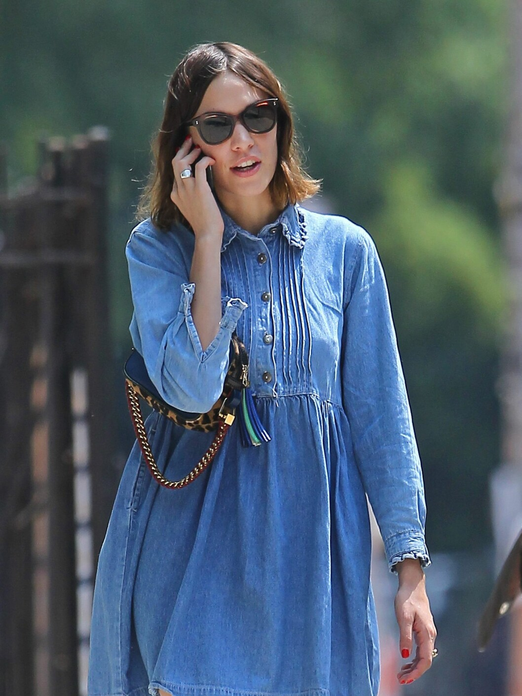 Alexa Chung takes a walk around the East Village while chatting on her cellphone.  Pictured: Alexa Chung  Ref: SPL303722  190811   Picture by: Bart/Splash News  Splash News and Pictures Los Angeles:310-821-2666 New York:212-619-2666 London:870-934-2666 photodesk@splashnews.com  *** Local Caption *** World Rights Foto: All Over Press