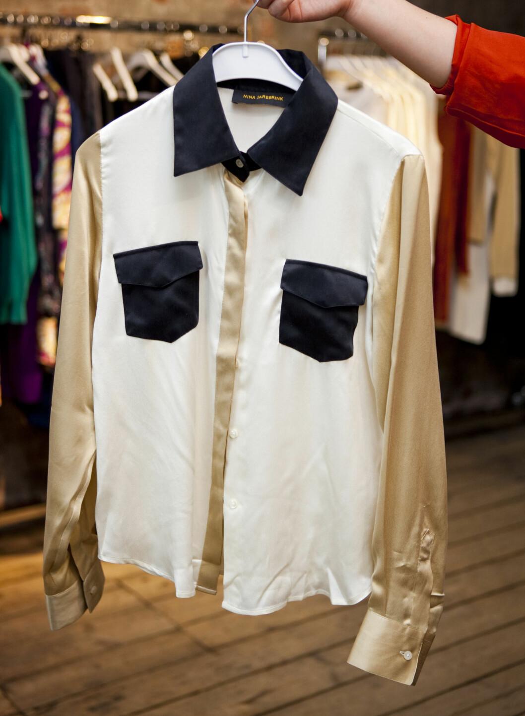 Silkebluse fra Nina Jarebrink. - Denne blusen med kontrastkrage og -lommer er høyt på ønskelisten. Foto: Per Ervland
