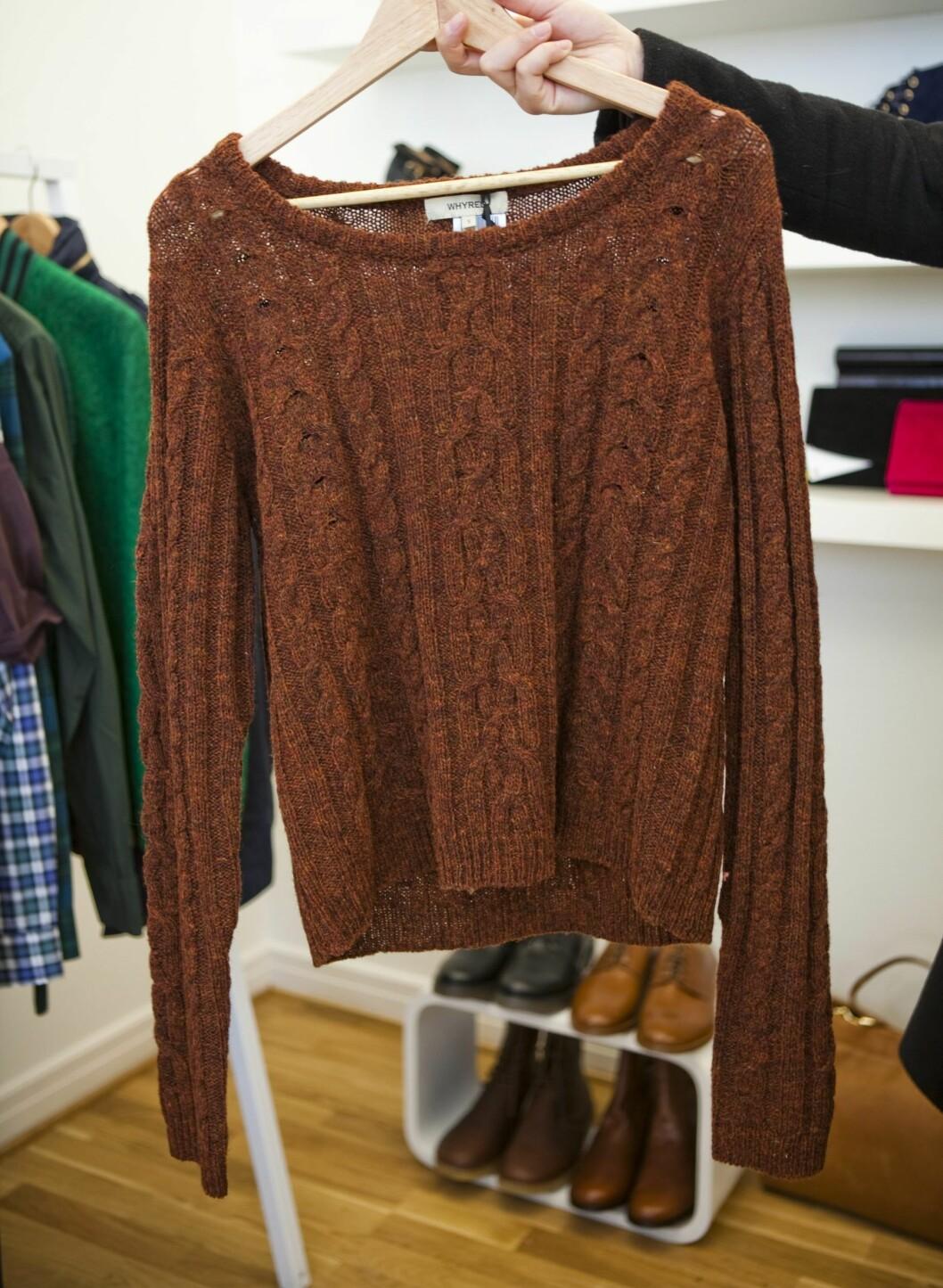 Flettestrikket genser fra Whyred (kr.1300). - Rustfargen er helt nydelig. Denne vil jeg bruke under en hvit skjorte. Foto: Per Ervland