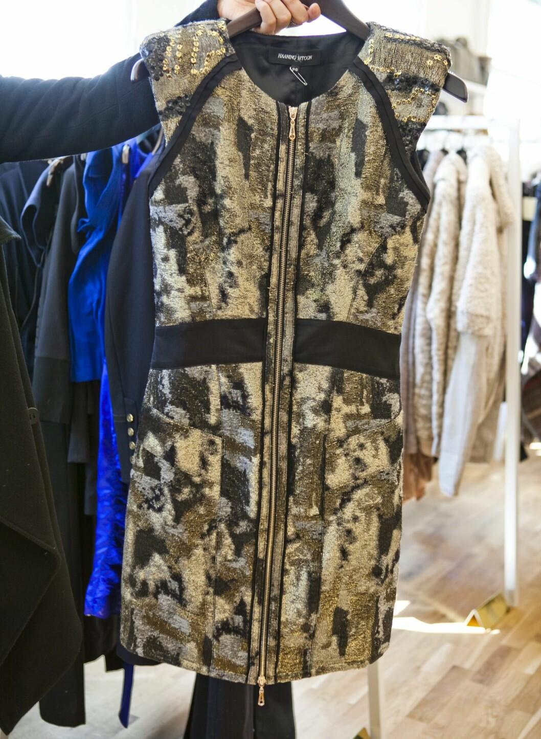 Kjole fra Haaning & Htoon (kr.4000). - Metallisk, rocka kjole med glidelås. Foto: Per Ervland