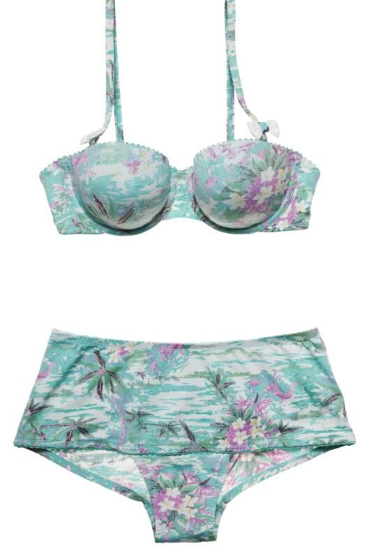 STØTTE: Store bryster trenger god støtte. Spiler og stropper bidrar til dette (bikini fra Lindex kr 149 for overdel og 129 for truse).