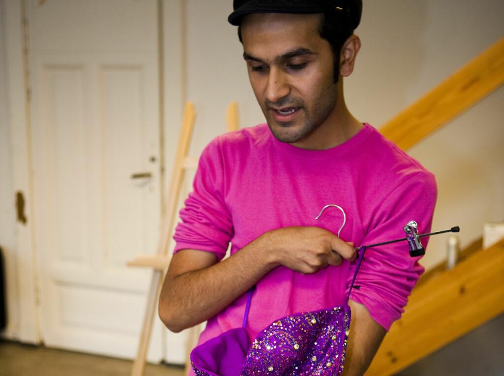 ØNSKER MER GLAM: Et av designer Amar Faiz' store mål i livet er å bringe mer bling til trauste nordmenn. Foto: Per Ervland