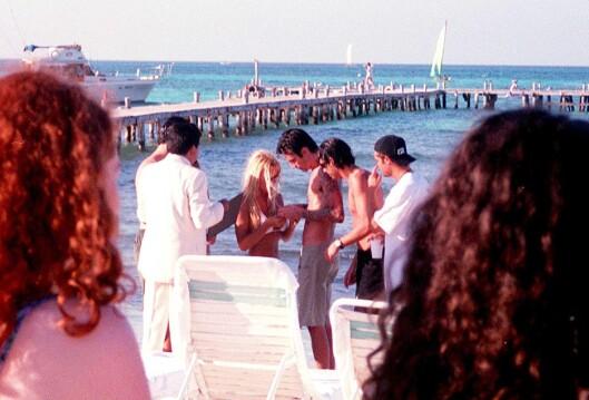 Pamela Anderson og Tommy Lee giftet seg på stranda i Cancun, Mexico den 19. februar 1995 og var et av paparazzienes yndlingspar. Foto: All Over Press