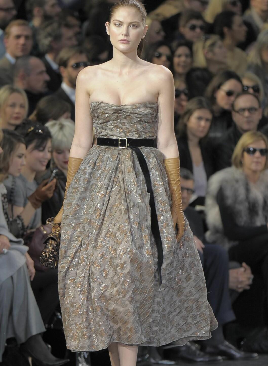 Kjole som gir timeglassfigur signert Louis Vuitton. Foto: All Over PressAll Over Press