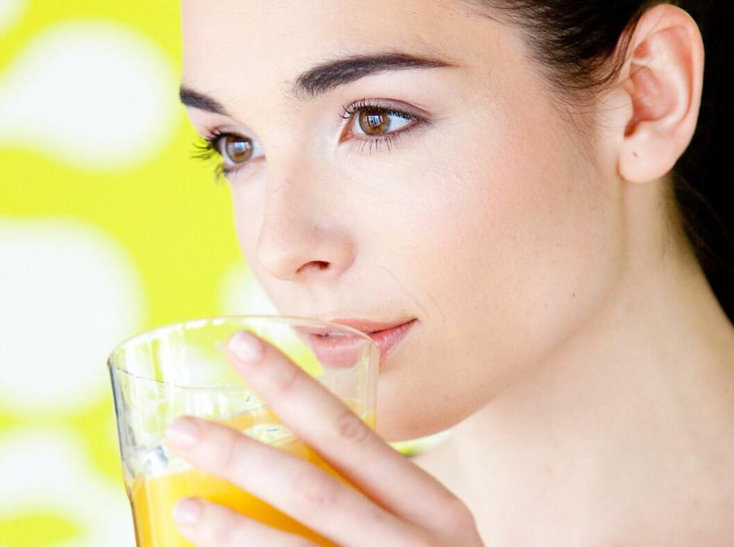 Både juice og smoothie er sunt. Men hva er det aller beste valget?  Foto: All Over PressAll Over Press