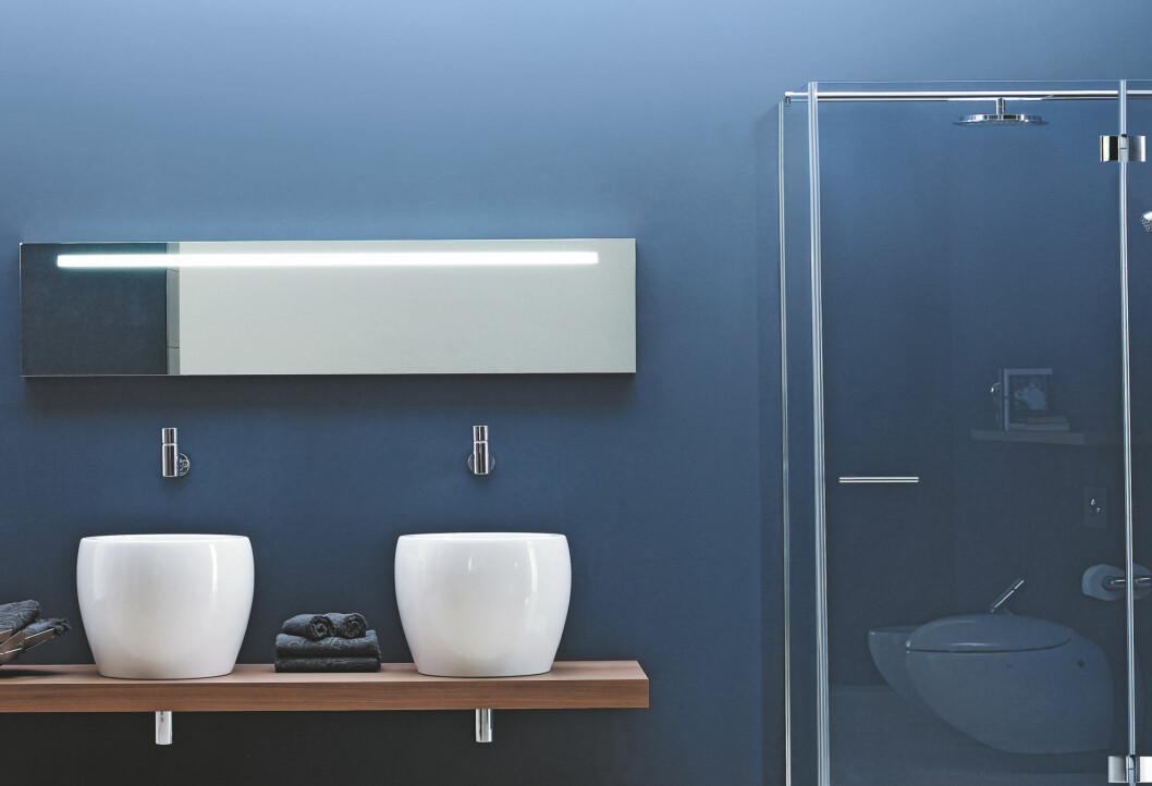 SOFISTIKERT: Blått representerer elementene luft og vann og er perfekt farge for et elegant baderom. Foto: LAUFEN/ALESSI ONE