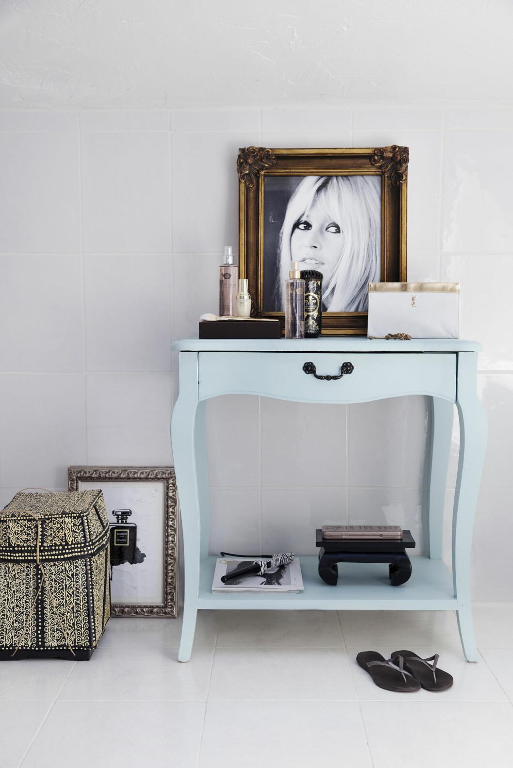 DELIKAT: Litt gjennomtenkt dekor gjør baderommet hjemmekoselig og vakkert. Foto: All Over Press Norway
