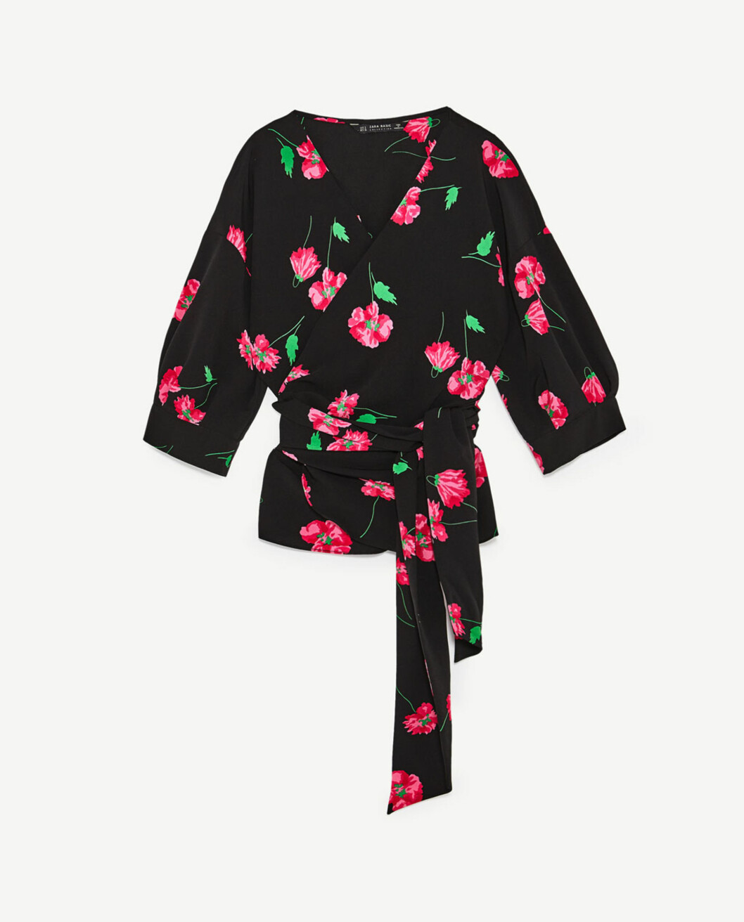 <strong>Omslagsskjorte fra Zara | kr 299 | https:</strong>//www.zara.com/no/no/dame/dress-time/omslagsskjorte-med-blomsterm%C3%B8nster-c943001p4763261.html