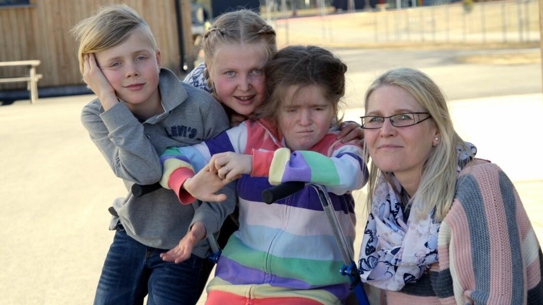 FAMILIEN: Her er Jenny sammen med mamma Heidi, søster lillesøster Martine (10) og lillebror Peder (7).  Foto: Ida H. Bergersen
