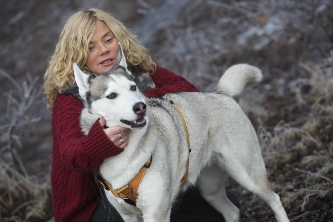 DEN TROFASTE VENNEN: Hunden var hans trøst. - Jeg tenker på hvor mange tårer Ira har hatt i pelsen.  Foto: Sverre Chr. Jarild