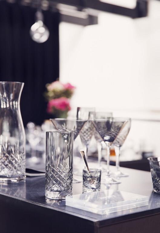 KRYSTALLGLASS: Føreløpig er det de 1940-tallsinspirerte glassene som er mest kjent fra Bagger-sortimentet, men nå satser selskapet på flere ting til hjemmet. Foto: Foto: Yvonne Wilhelmsen