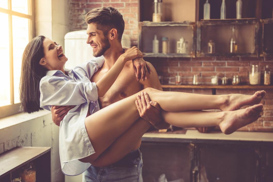 SEXTING: Sexy tekstmeldinger kan gjøre et nytt forhold til en eksplosiv opplevelse, og gi ny glød til et rustent sexliv.  Foto: NTB scanpix