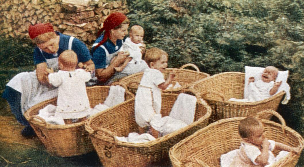 BABYAVLING: Adolf Hitler og Heinrich Himmler opprettet på midten av 30-tallet de såkalte Lebensborn-institusjonene som skulle avle fram ariske barn til Det tredje riket. Disse institusjonene ble også etablert i Norge under andre verdenskrig. Dette bildet er tatt i Tyskland på 30-tallet. Foto: NTB Scanpix