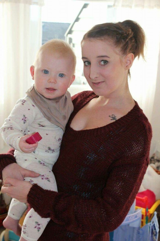 MAMMA TIL TRE: I 2008 ble Tina gravid, og hun klarte seg overraskende bra gjennom svangerskapet. Blodsykdommen stabiliserte seg da datteren kom til verden, noe hun ser på som et mirakel. Foto: Privat