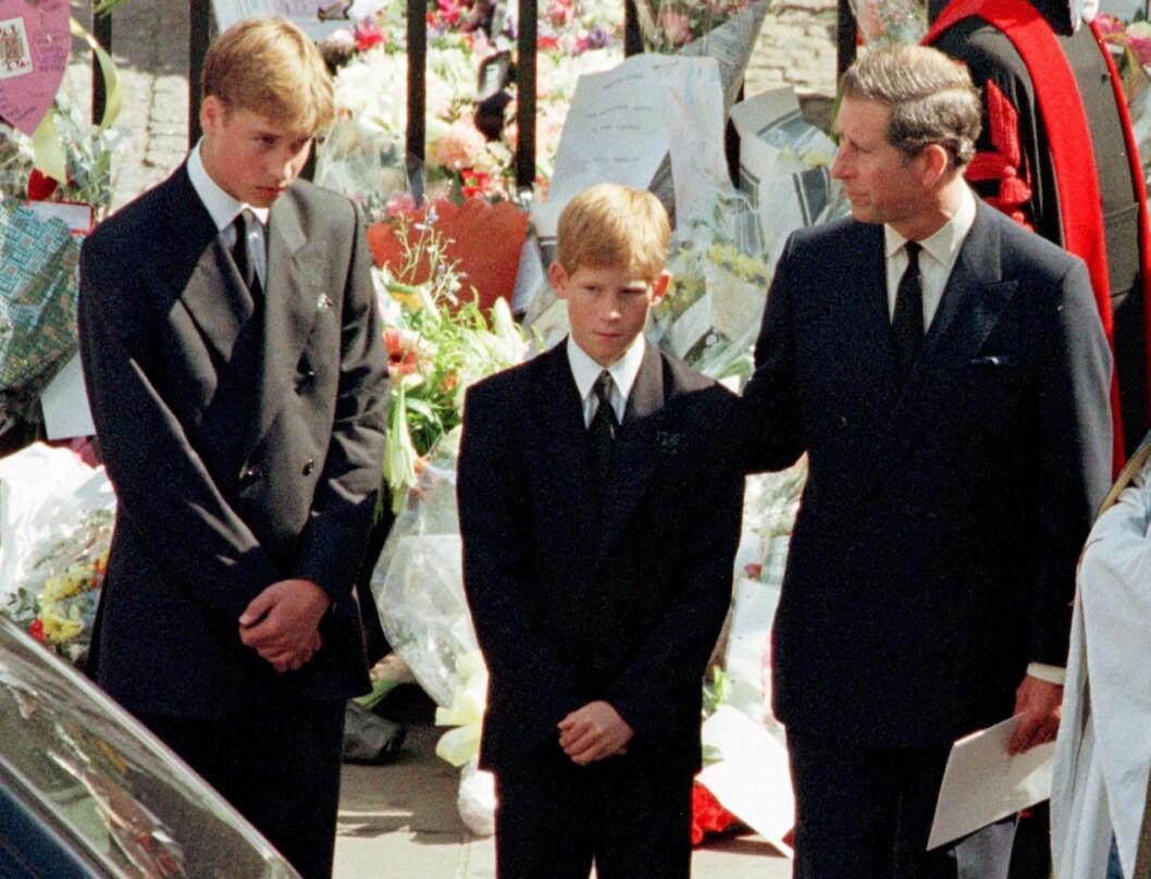 MISTET SIN MOR: Prinsesse Diana etterlater seg sønnene prins William og prins Harry, som hun fikk med eksmannen prins Charles. Dette bildet er tatt under begravelsen i London den 6. september 1997.  Foto:  Foto: NTB Scanpix