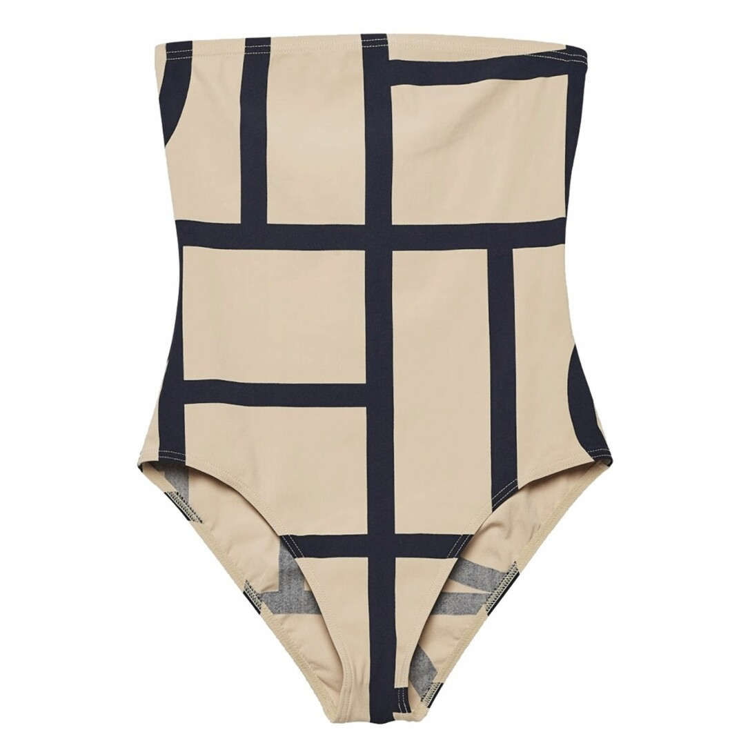 <strong>Badedrakt fra Toteme | kr 1040 | http:</strong>//www.toteme-nyc.com/shop/main/roses-swimsuit?color=monogram-print