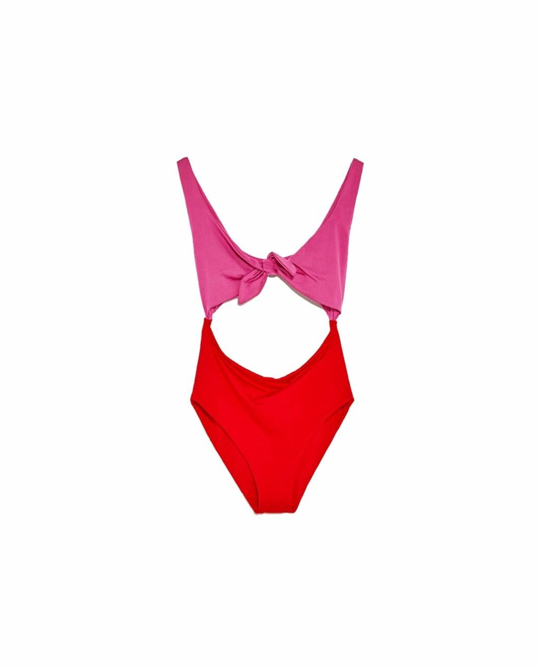 <strong>Rød og rosa badedrakt fra Zara | kr 249 | https:</strong>//www.zara.com/no/no/dame/swimwear-collection/badedrakt-med-knute-c398505p4382513.html