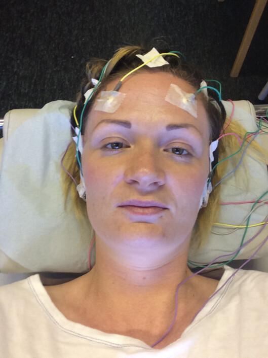HJERNESLAG: Kristine ble lagt inn på nevropoliklinikk, og fikk konstatert to hjerneslag - et nytt og et gammelt slag. Dette resulterte i at hun måtte bli værende på sykehuset hele sommeren. Foto: Privat