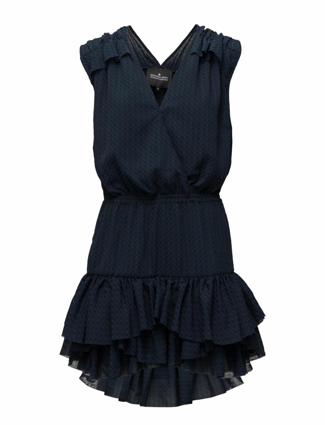 <strong>Blå kjole fra Designers Remix |kr 1900 | http:</strong>//apprl.com/sv/pd/4L6V/