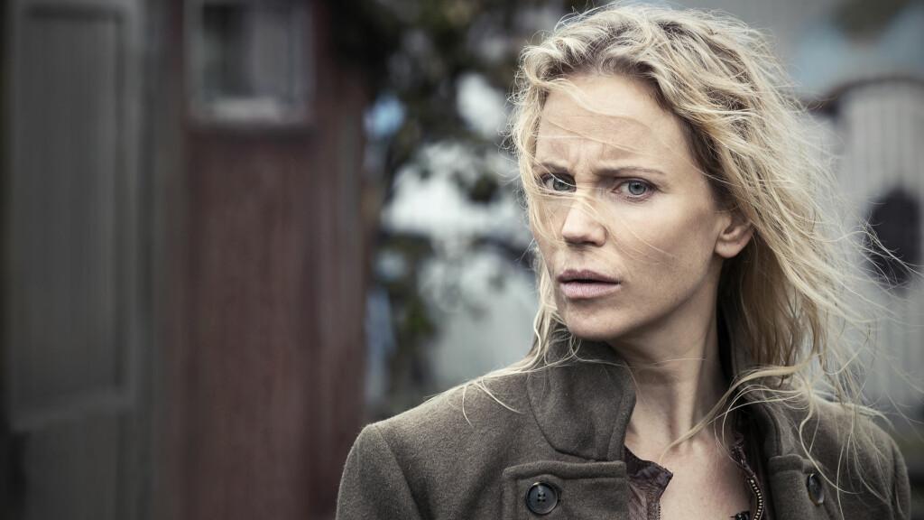 BROEN: Premieredatoen for den siste sesongen av «Broen» er endelig klar! Skuespillerne Sofia Helin spiller politietterforsker Saga Norén. Foto: NRK
