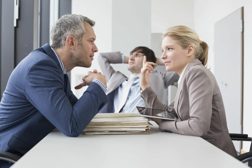 MÅ JOBBE HARDERE: Noen kvinnelige ledere må jobbe hardere for å få respekt på jobb, tror eksperten.  Foto: REX/Mito Images/All Over Press