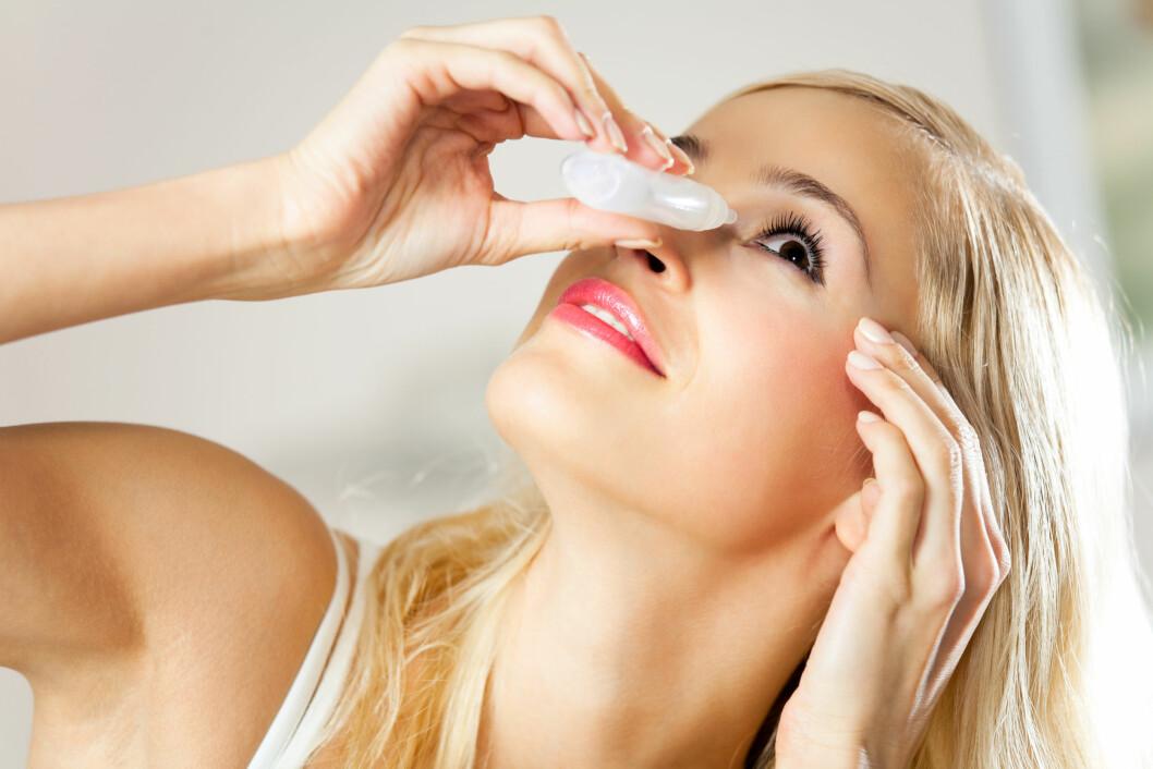 IRRITERTE ØYNE: Ved allergi er det ikke bare nysing og rennende nese som er vanlige symptomer. Ofte vil også øynene renne, klø, blir røde og hovne opp. Foto: Shutterstock / vgstudio