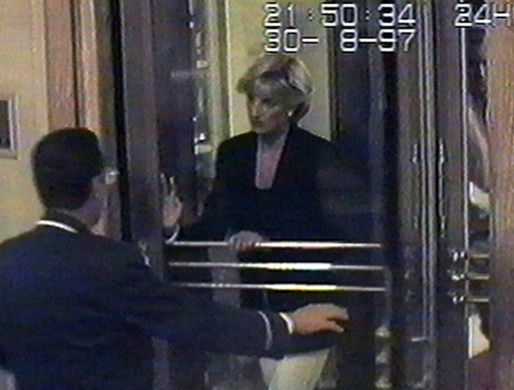 HOTEL RITZ: Prinsesse Diana og Dodi Fayed ankom Hotel Ritz, som var eid av Dodis far, klokken 21.50 lørdag kveld. To og en halv time senere skulle den skjebnesvangre bilturen fra hotellet til Dodis leilighet ende hennes liv. Foto:  Foto: NTB Scanpix