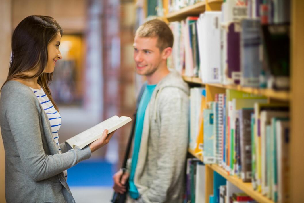 Hva med å sjekke opp crushet ditt på biblioteket?  Foto: Shutterstock / wavebreakmedia