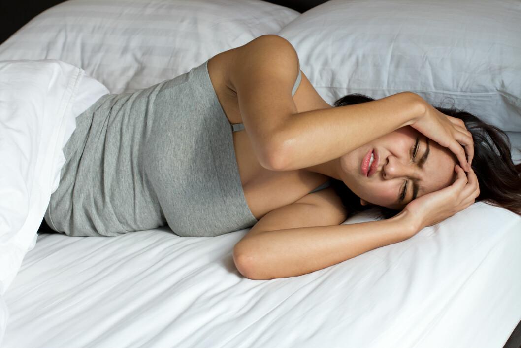 HORMONER: Mange kvinner får flere anfall, eller verre anfall under menstruasjonen. Foto: Shutterstock / 9nong