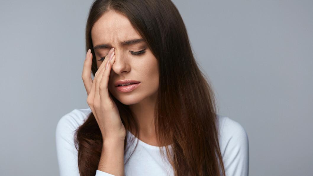ØYEMIGRENE: Aura er forbigående sanseforstyrrelser som oppstår før hodepinen setter inn, men det er ikke alle med migrene som opplever dette. Foto: Shutterstock / puhhha