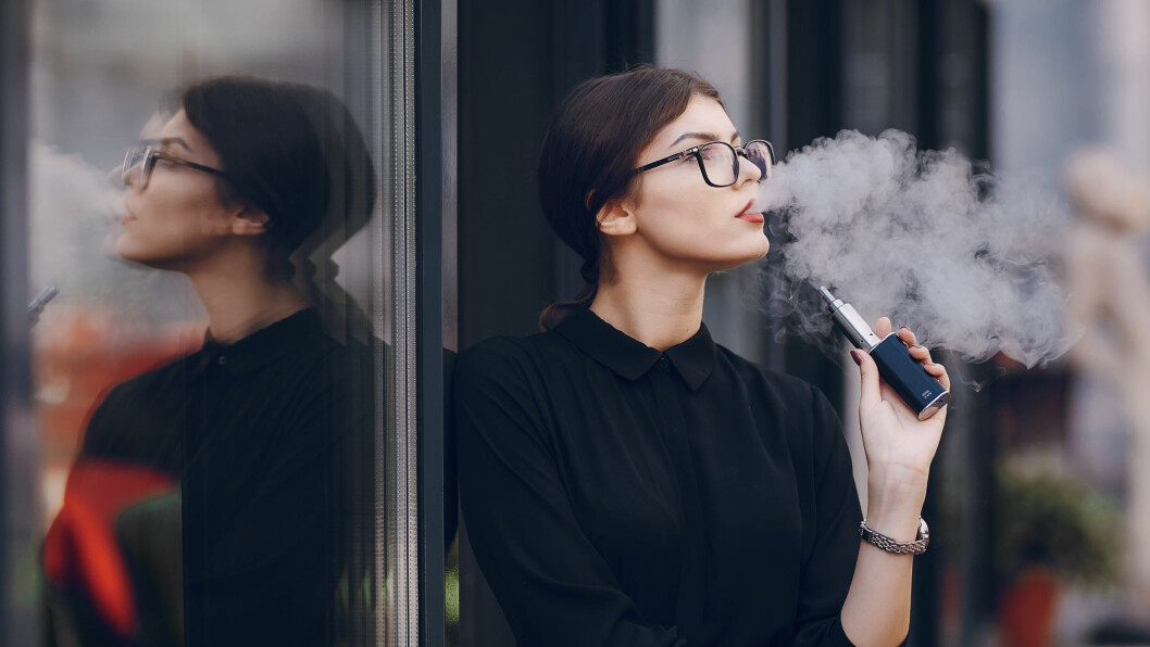 E-SIGARETT: E-sigaretter blir stadig mer populært, men er ikke så ufarlig som mange tror. Foto: Shutterstock / Oleggg