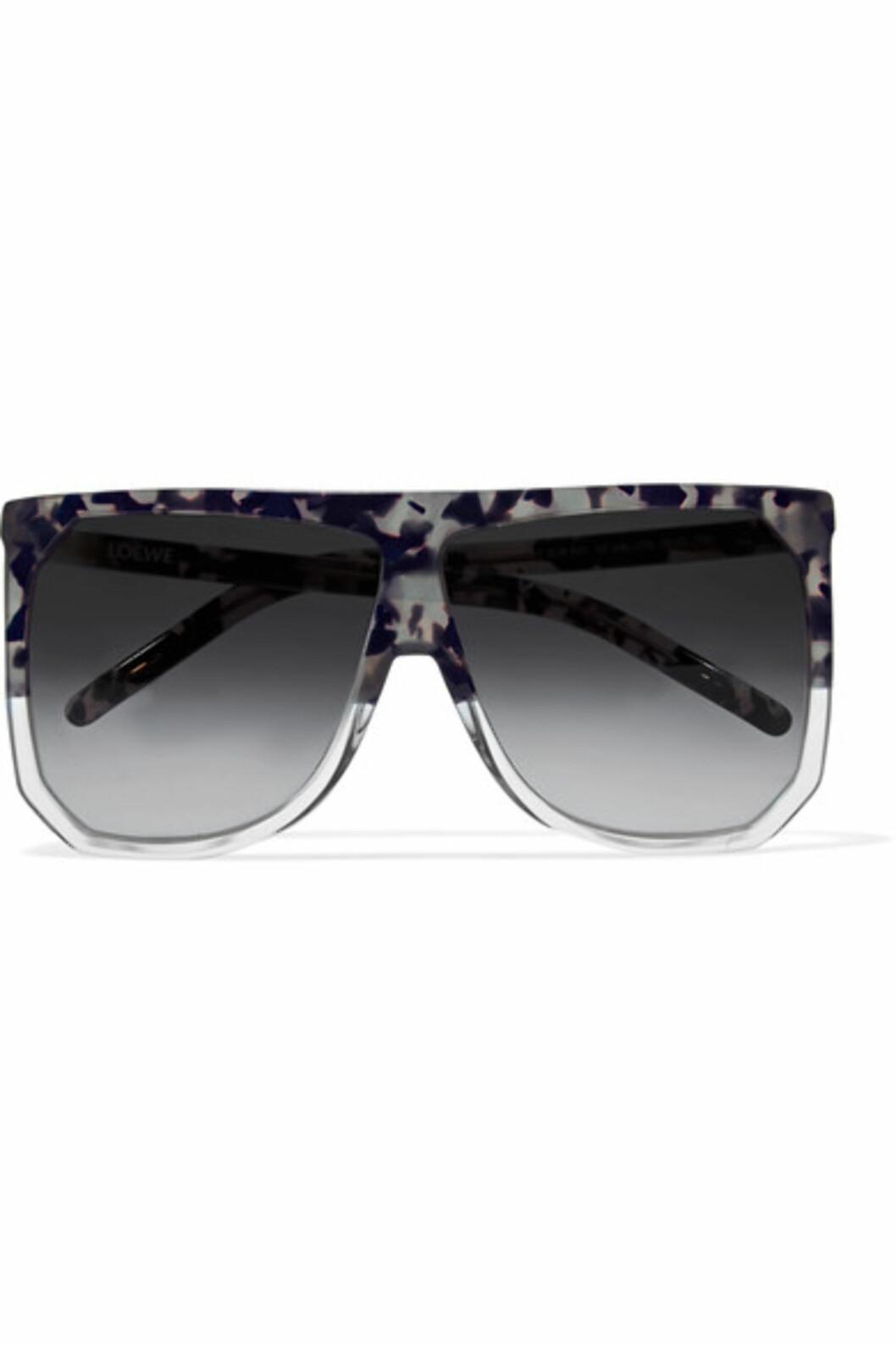 Solbriller fra Loewe via Net-a-porter.com | kr 3190 | https://www.net-a-porter.com/no/en/product/815225/loewe/filipa-d-frame-acetate-sunglasses