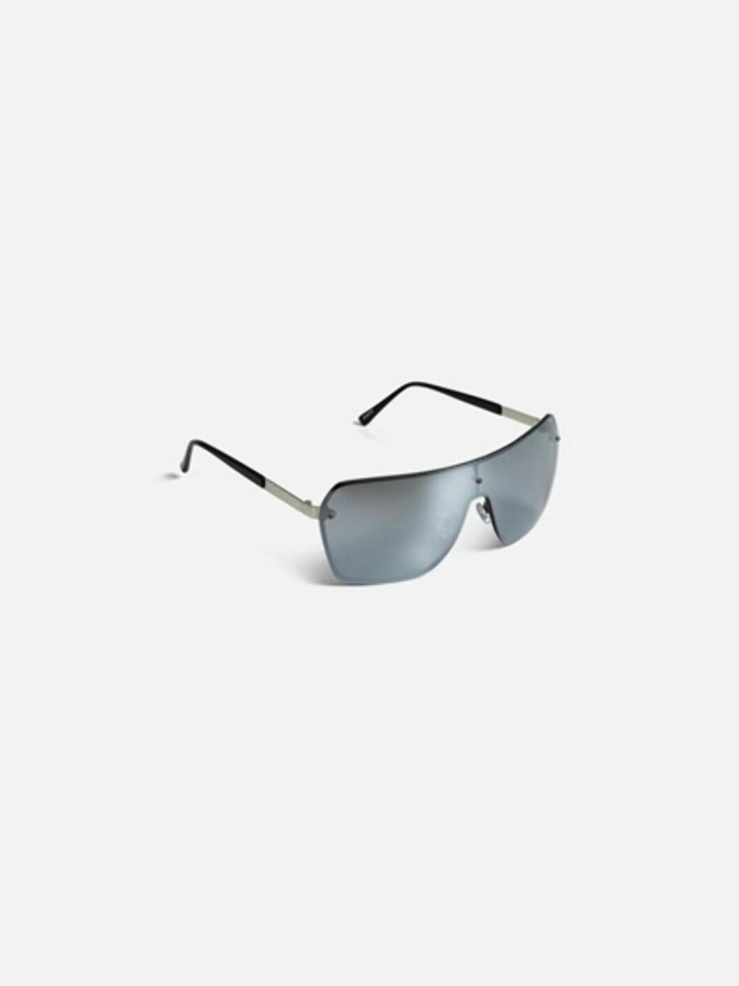 <strong>Solbriller fra Bik Bok | kr 129 | https:</strong>//bikbok.com/no/7194434_F990