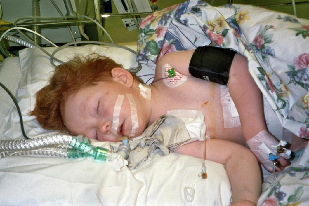 FIKK KREFT: Aleksander ble satt på cellegift, kun 3 år gammel. I dag tror moren Ann-Peggy at kreften var en medvirkende årsak til at han tok selvmord som 21-åring. Foto: Privat.