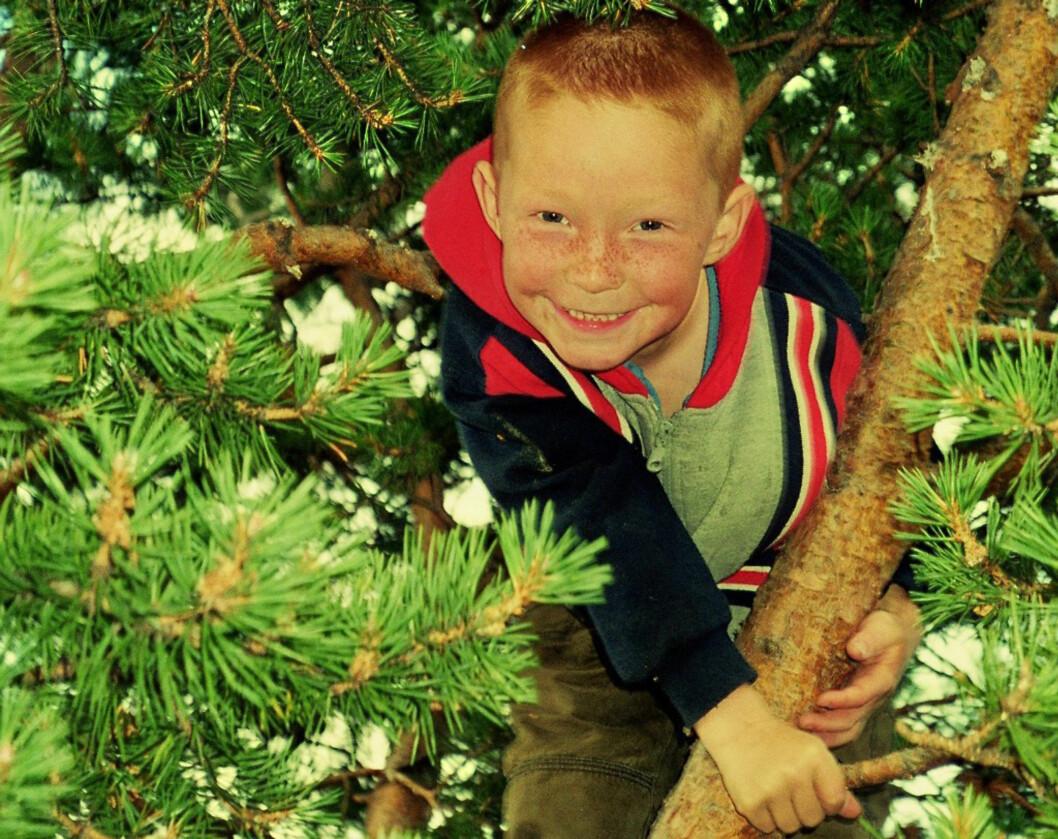VAR EN BLID GUTT: Ann-Peggy beskriver sønnen som en blid og glad gutt, til tross for alle utfordringene han møtte i livet. Foto: Privat.