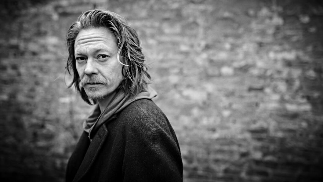 KRISTOFFER JONER: Kristoffer Joner (44) er aktuell i ny film. Der spiller han en adoptivfar som ikke tror han ønsker eller evner å være far.  Foto: Geir Dokken