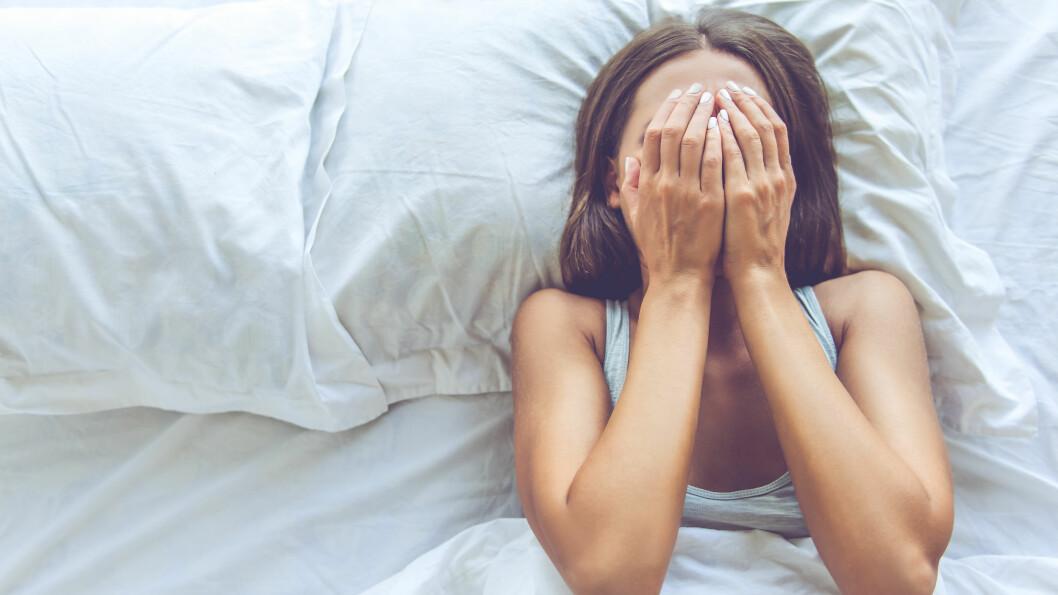 SØVNPROBLEMER: Søvnproblemer kan føre til at personen går i svime hele neste dag, og mange trafikkulykker skyldes at sjåføren sovner bak rattet, sier ekspert. Foto: Shutterstock / George Rudy