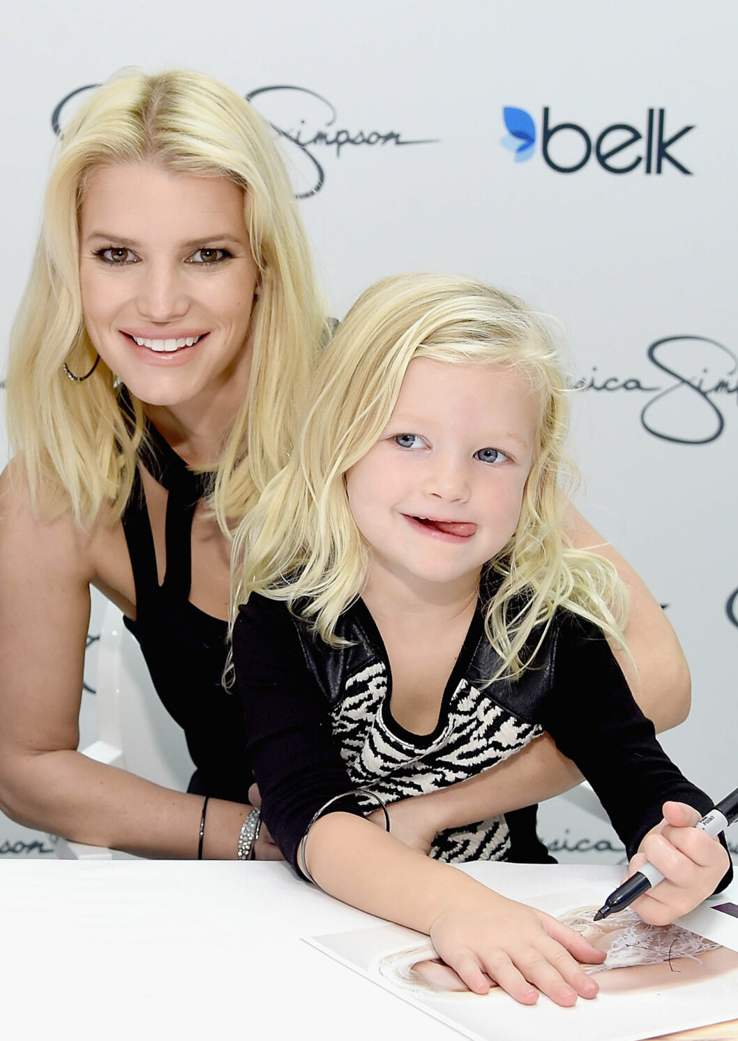 KLIN LIKE: Jessica Simpson (36) og Maxwell Johnson (5). Foto: NTB Scanpix