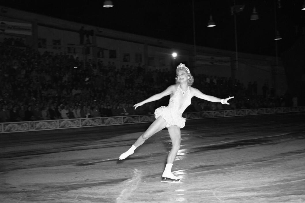 <strong>TILBAKE I NORGE:</strong>  For første gang etter krigen skulle Sonja Henie opptre for et norsk publikum med sitt store isshow i 1953. Showet hadde 33 forestillinger, alle med fulle hus. Foto: Høel /  NTB / Scanpix Foto: NTB scanpix