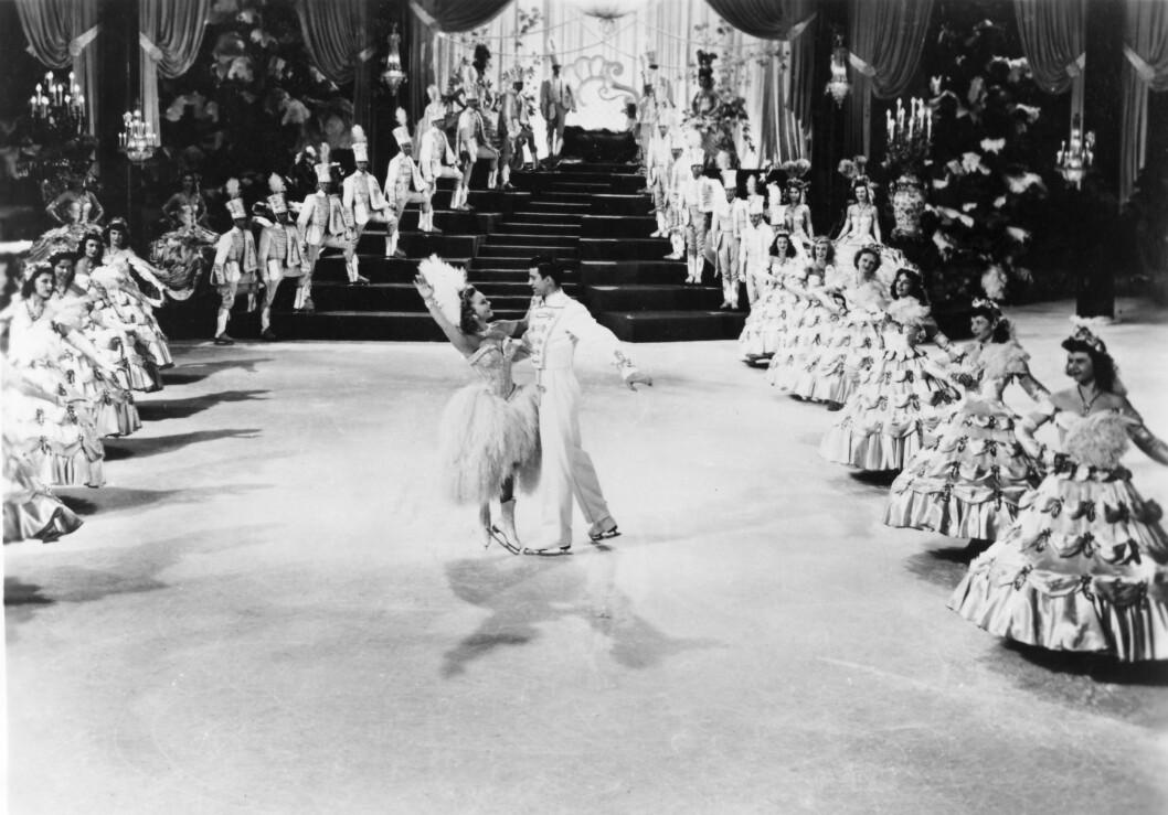 <strong>FANTASTISK ISSHOW:</strong> Det ble ikke sprt på noe på filmsettet til Sonja Henies filmer. Her fra «The Countess of Monte Cristo» med Michael Kirby i 1948. Foto: NTB scanpix