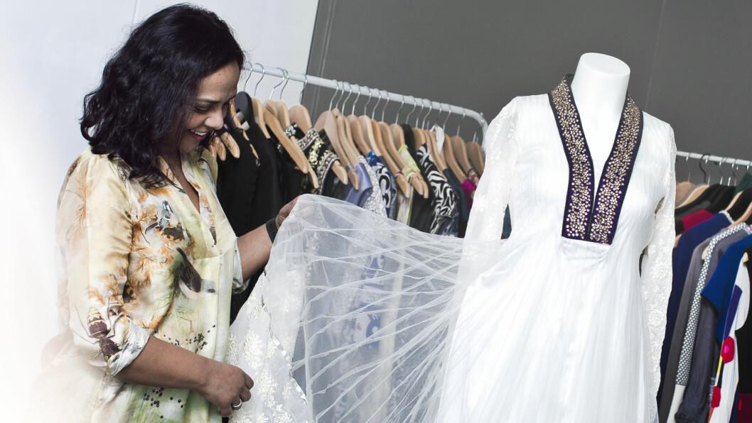 <strong>LEASING AV KLÆR:</strong> – Vi sitter med så mye fine klær vi ikke bruker så ofte, sier Anjali Bhatnagar, som har startet sin egen bedrift som kobler mennesker som ønsker å leie og leie ut klær. Foto: Astrid Waller