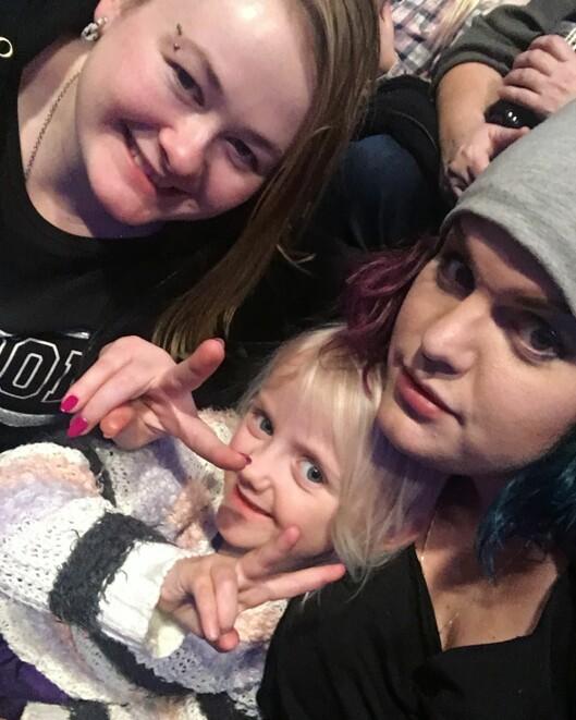 Christine med datteren Aurora og kjæresten Ina. Det viktigste for Christine som mamma er at datteren skal få være nøyaktig den hun vil være.