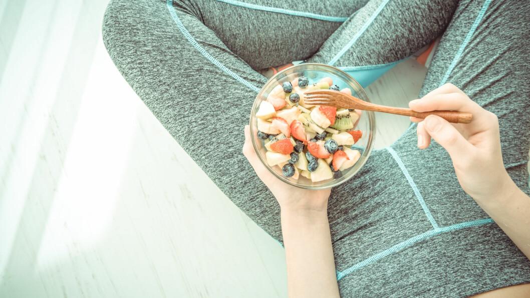 SPISE LITE: Spiser du svært lite kan du risikere å få mangler, særlig om du dropper næringsrik mat. FOTO: Shutterstock / Rasulov