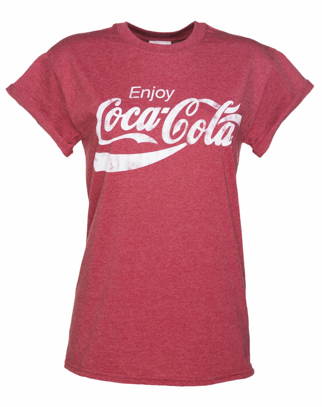 <strong>Coca Cola t-skjorte | kr 100 | https:</strong>//www.amazon.com/Coca-Cola-Classic-Coke-T-shirt/dp/B00EG0FPFU/ref=cts_ap_3_vtp?pf_rd_m=ATVPDKIKX0DER&pf_rd_p=2601945442&pf_rd_r=3DAYMVCQ74HPQ8BQM8PE&pd_rd_wg=8HbMs&pf_rd_s=desktop-detail-softlines&pf_rd_t=40701&pd_rd_i=B00EG0FPFU&pd_rd_w=jjiEu&pf_rd_i=desktop-detail-softlines&pd_rd_r=3DAYMVCQ74HPQ8BQM8PE&_encoding=UTF8