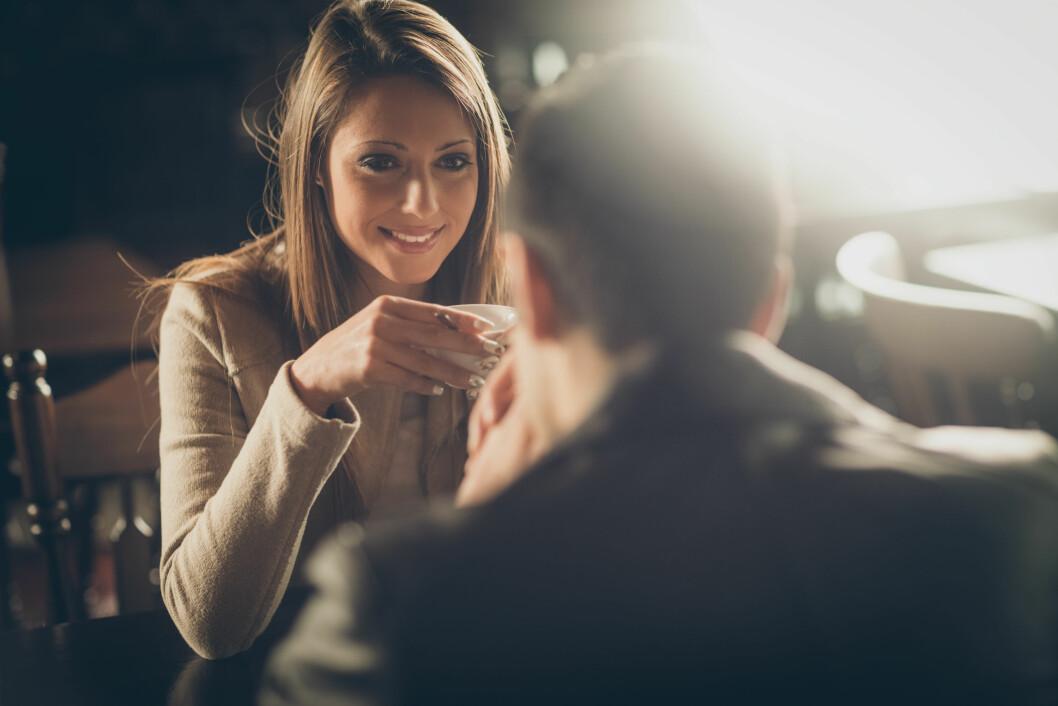 USKYLDIG FLØRT: Mange menn kommuniserer med kvinner gjennom uskyldig flørt. Foto: Shutterstock / Stock-Asso