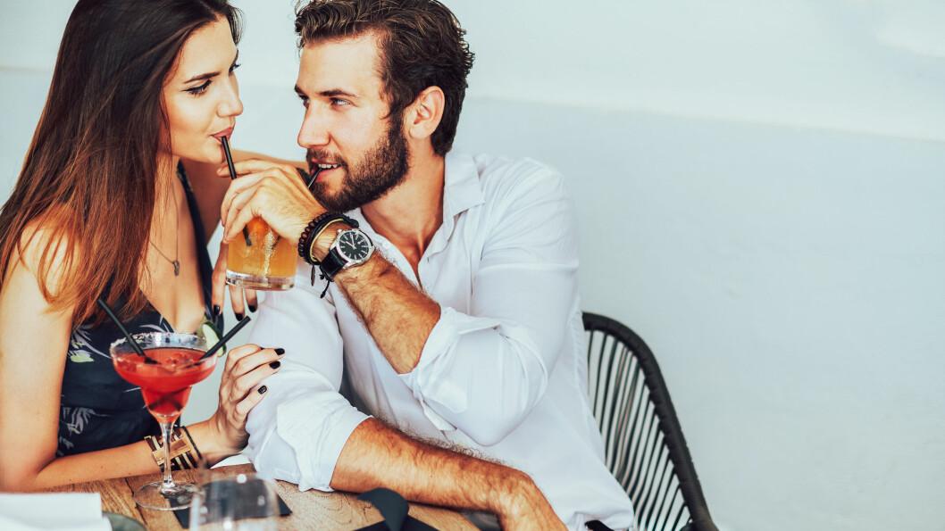 FLØRTING: Er det greit av kjæresten flørter uskyldig med andre? Dette sier ekspertene!  Foto: Shutterstock / Nemanja Novakovic