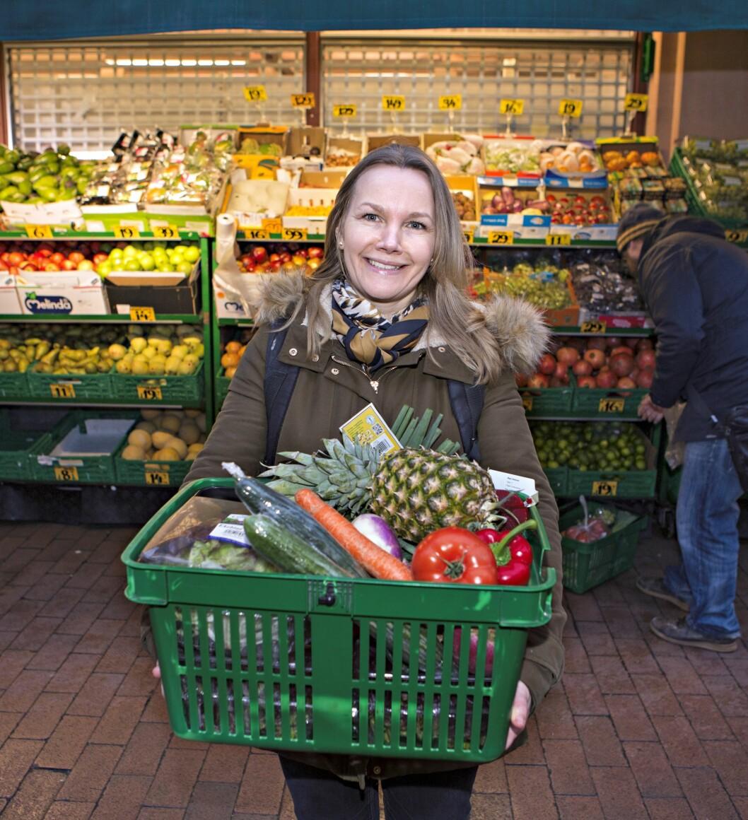 SPARE PÅ MAT: Å spare på forsikringer og bank – vanskelig og strevsomt. Å spare på mat, derimot, falt journalist Gry Thune veldig i smak.  Foto: Charlotte Wiig