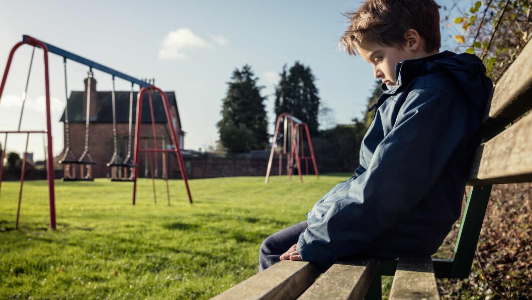 ENSOMME BARN: - Å være ensom er ofte en taus lidelse, sier pedagogikkprofessor Stein Erik Ulvund. Ofte vil barnet helst unngå å fortelle at han eller hun ikke har noen venner.  Foto: Scanpix