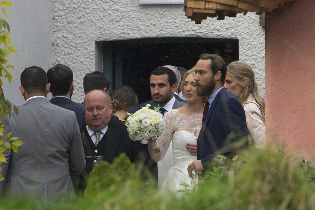 <strong>NESTE PAR UT?:</strong> Mange spekulerer i om James og Donna Air snart skal gifte seg. Men mest sannsynlig er det storesøster Pippa som går opp altergangen først. Dette bildet er tatt i bryllupet til Donnas søsters bryllup i fjor høst.  Foto:  Foto: NTB Scanpix