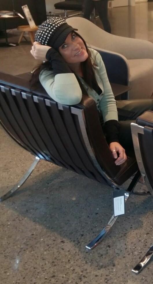 BLE ALLERGISK: - Det er jo en veldig flott mulighet vi har her i Norge - det at dette går an, sier Ingrid Hanne Kristoffersen, som etter 25 år som maler nå er tilbake som student - denne gangen på interiørstudiet.  Foto: FOTO: Privat